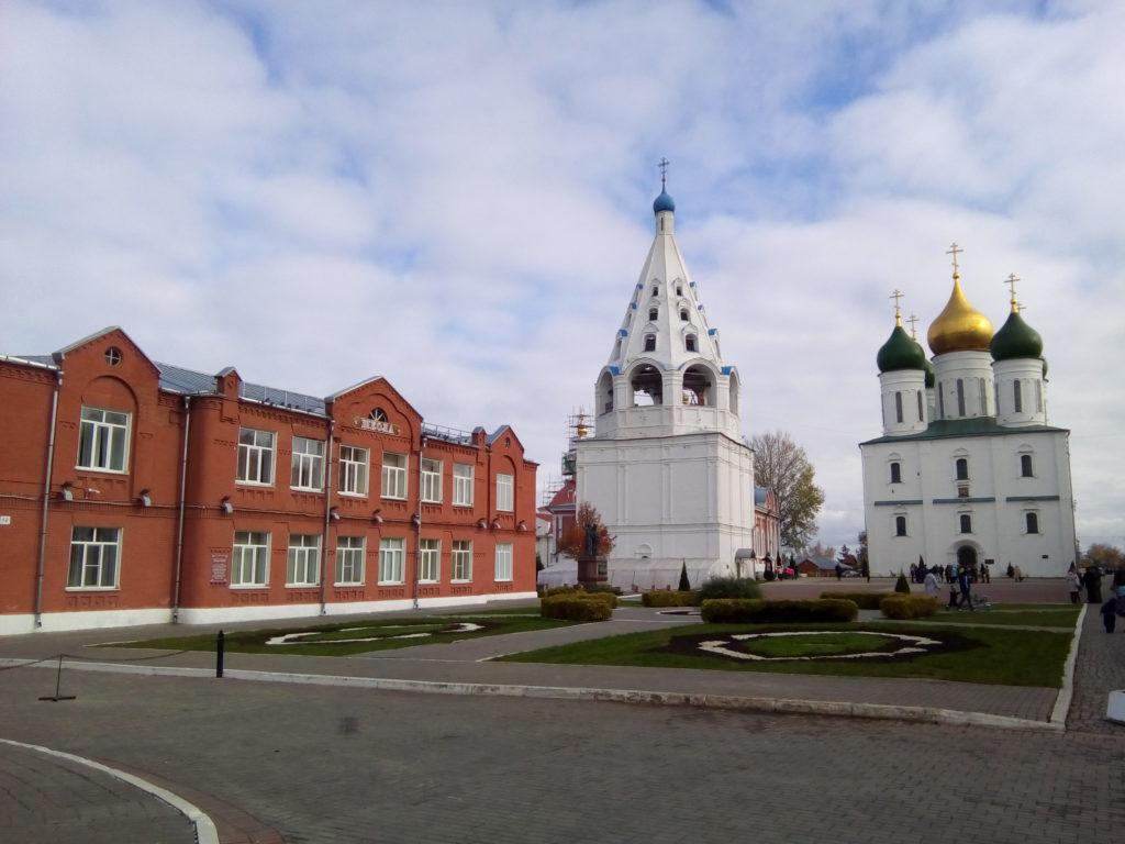 Внутри Коломенского кремля.