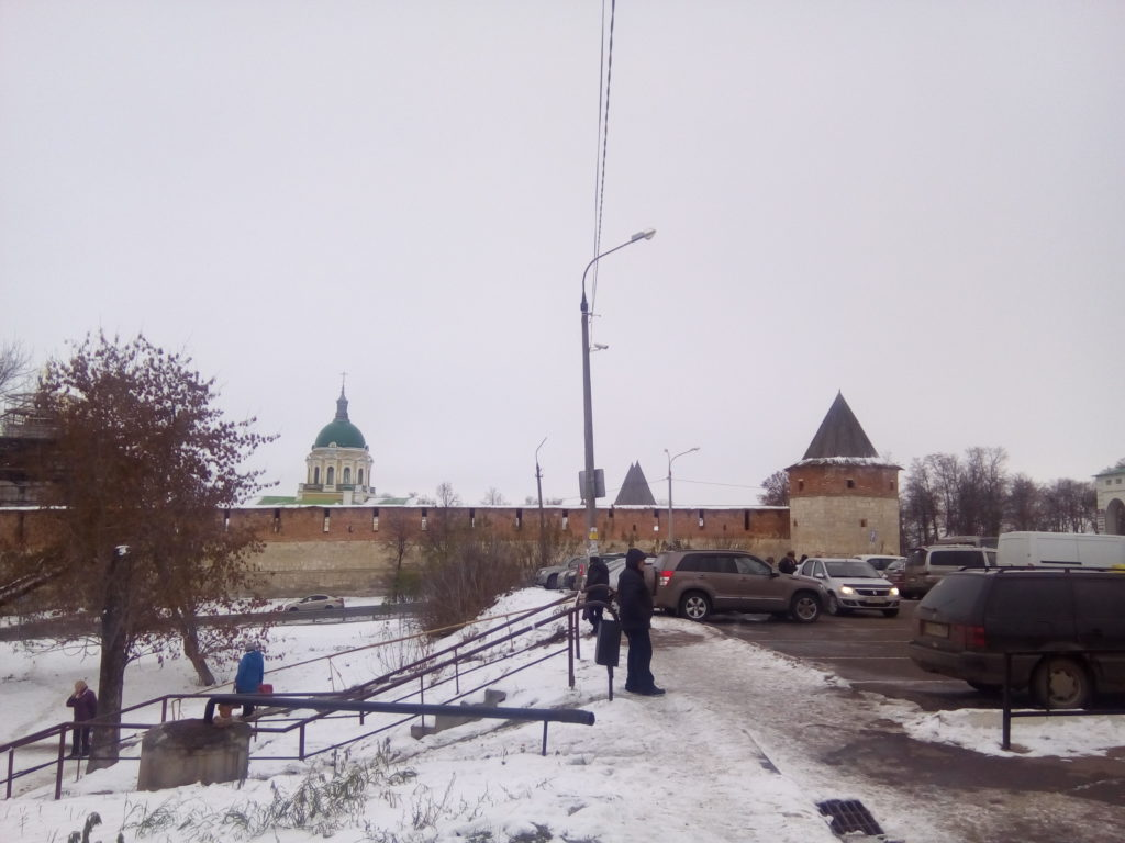Подъехав к городу сразу нас сразу встречает Зарайский кремль! Догадываюсь, что город очень маленький!