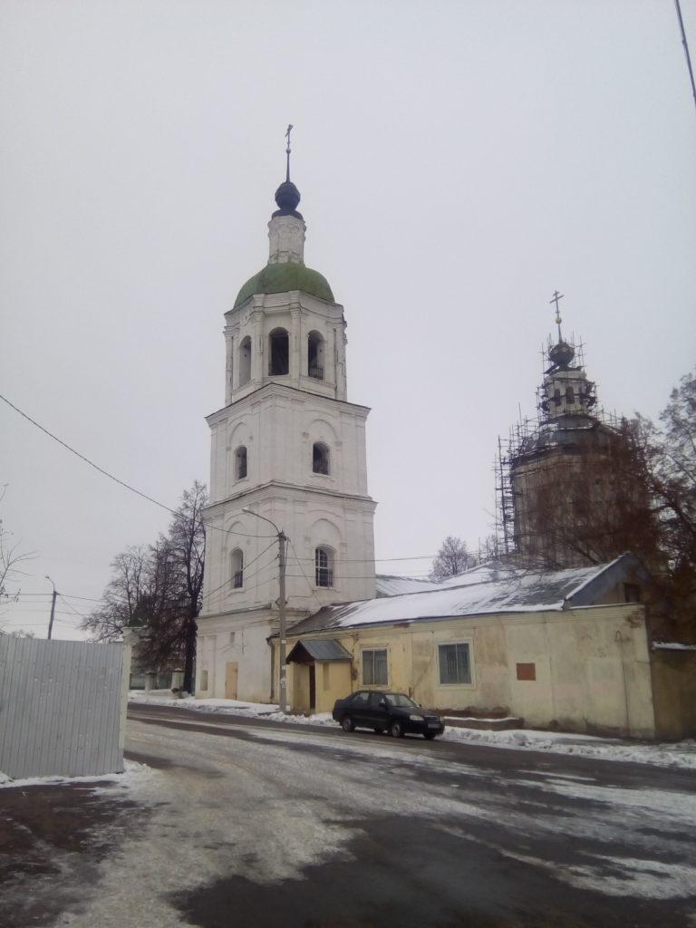 Старый храм на реконструкции, возле вокзала автобусного!