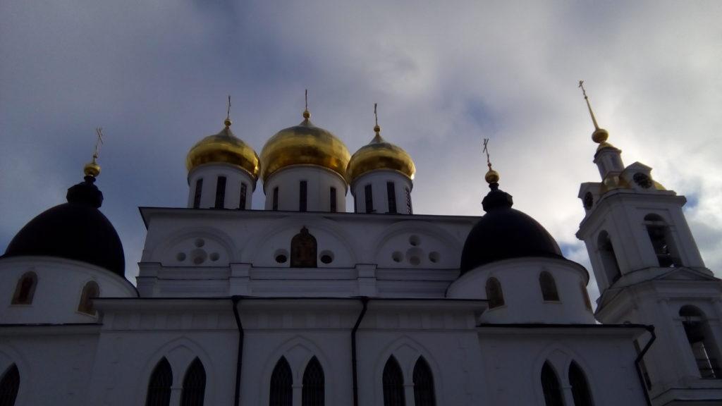 Купола храма на фоне неба!