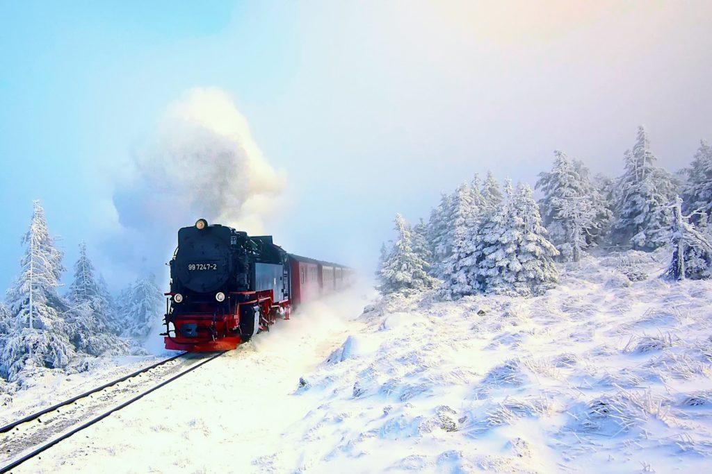 poezd-parovoz-zima-sneg-les